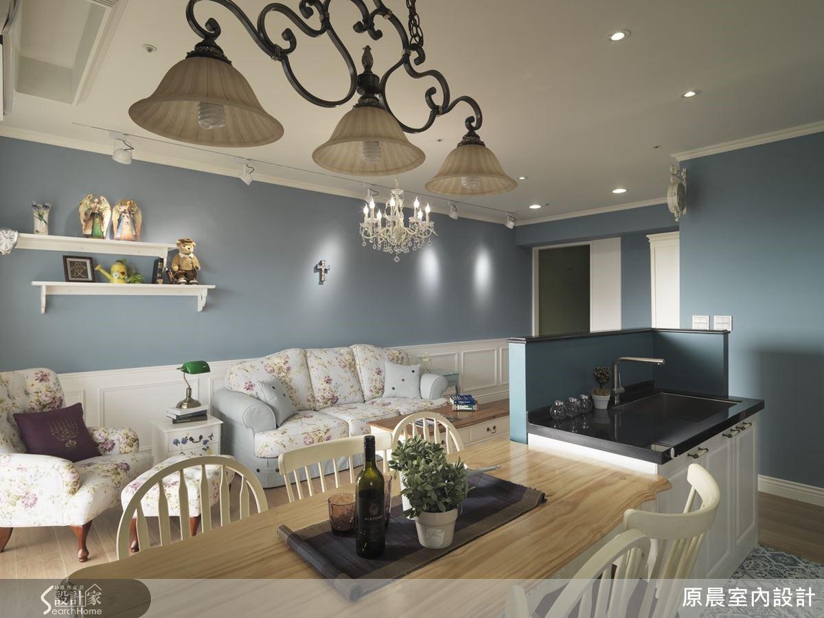 房屋中心點的吧檯設計兼具實用與美觀,型塑出類中島的時尚品味。