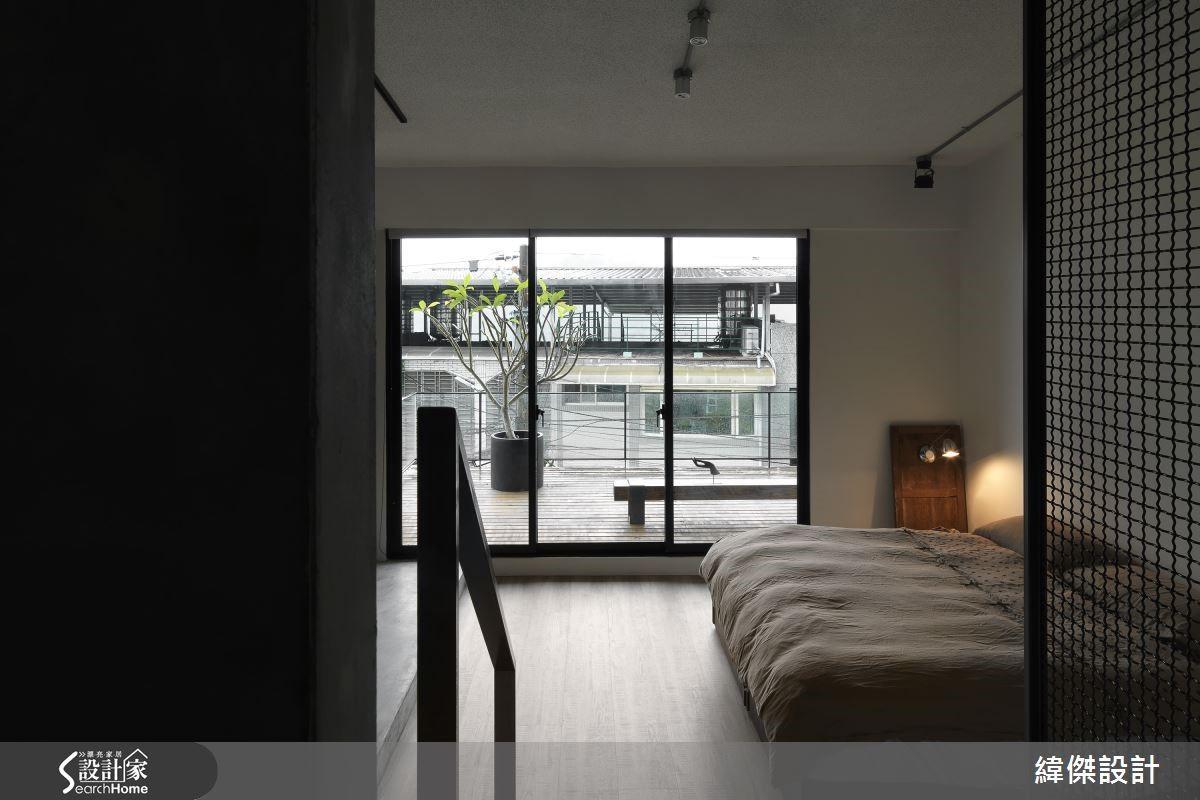 經由借景將窗外景色引入,利於空間尺度的推延。