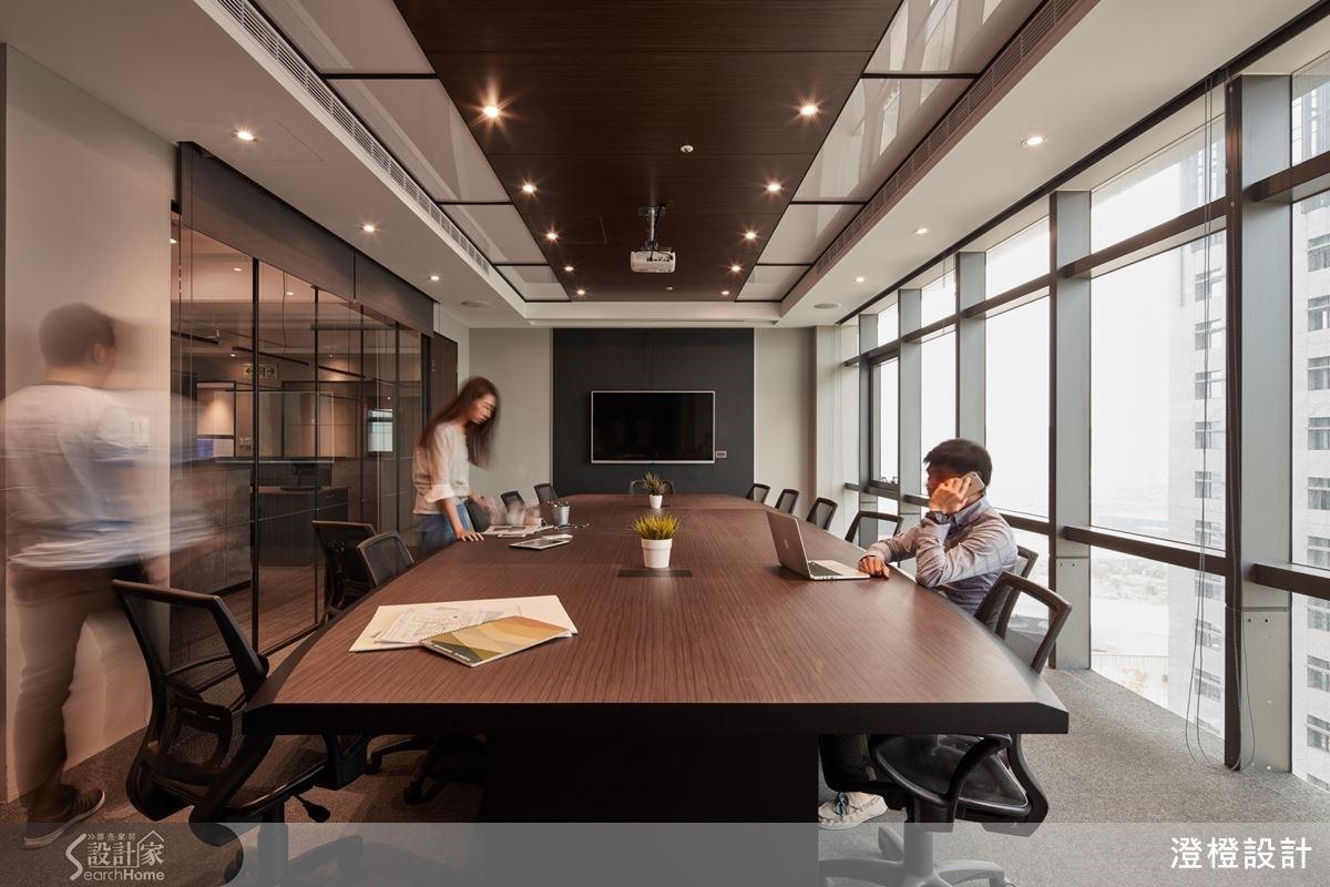 設計師將配色、材質、採光與動線等加以重整,創造年輕不失沉穩的空間氣度。