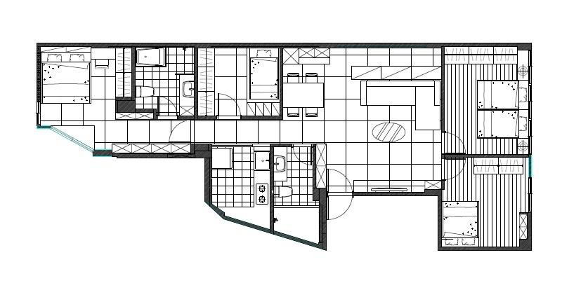 設計師規劃後,讓客廳維持原狀,將原先比例過大的主臥切分為兩間,左側是長輩房,右側是客房兼遊戲式,並增加半套衛浴,最大的變動則是將原先的廚房區域變為主臥,而原本的和室則成為廚房空間。