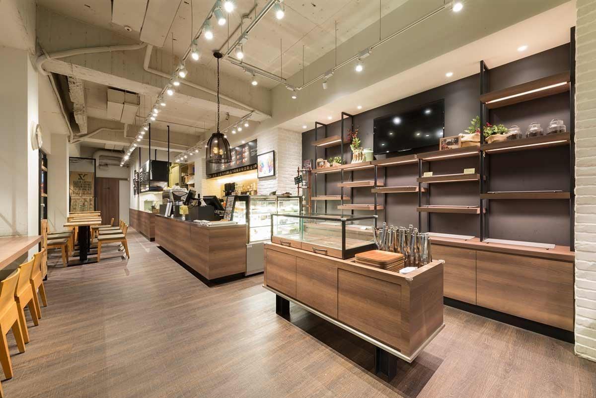 商業空間人來人往,耐磨度是第一要求。Nature Fit 系列不但能與櫃體木紋呼應,而且耐刮、防潮、施工迅速,十分適用於各類商用空間。