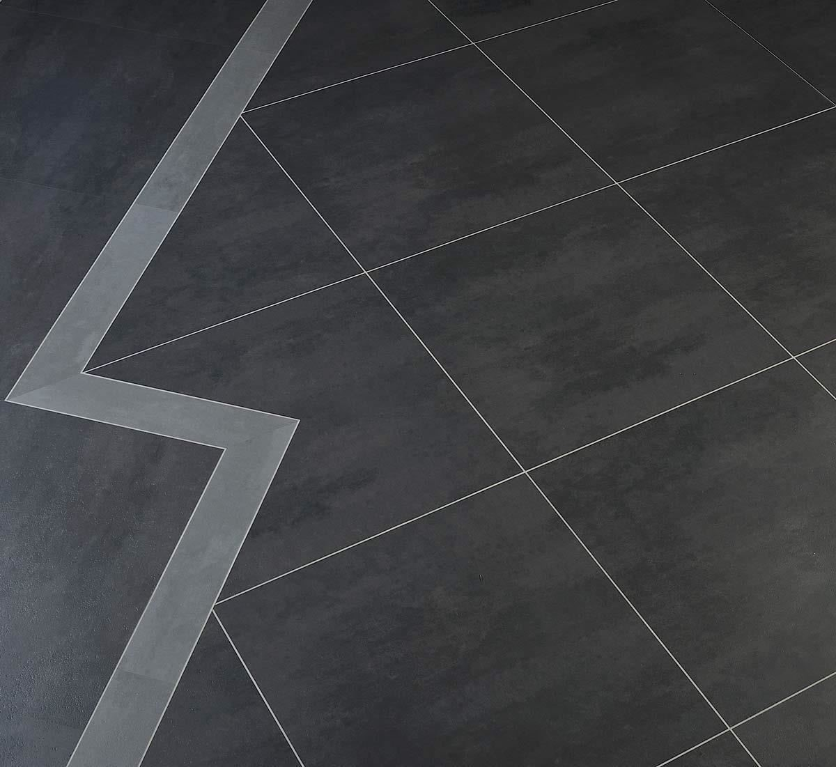 New square 系列,有著宛如石材的原始質感,連觸感都幾乎相同,還能加上嵌條,讓地坪變化出多元造型。