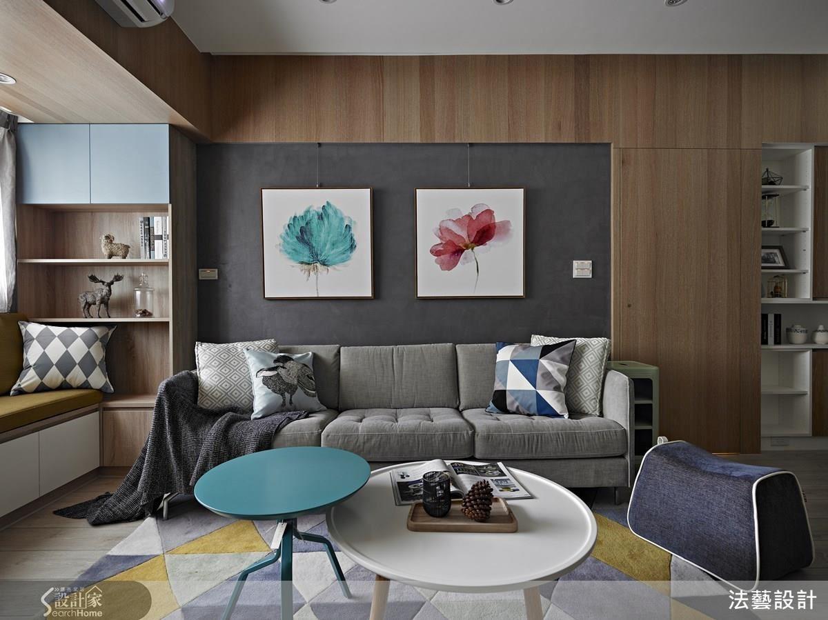 在橡木、白色為主的空間背景之下,沙發背牆特意選用灰色帶珠光的仿飾漆塗佈,藉由低調的質感襯托出畫作,也讓空間更為豐富。