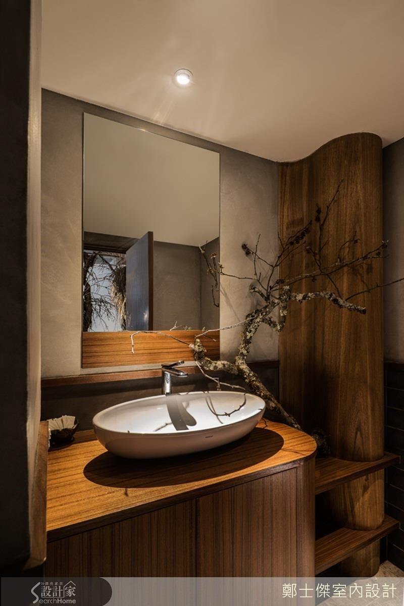弧度與流線感,最能軟化空間氛圍。工業風的水泥粗獷感,佈置了圓弧木吧檯與椅凳;造型天花板的轉折,是最理想的動線導引;洗手檯充滿圓弧線條,呼應水的流動。