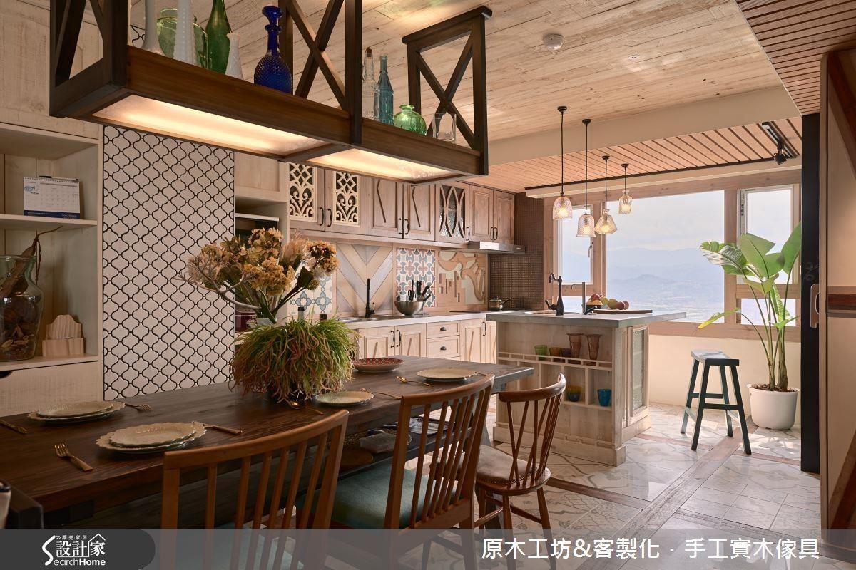 粉嫩感的開放式的餐廚空間,保留大面積對外窗,引入光源,整體空間都有暖洋洋的美好。
