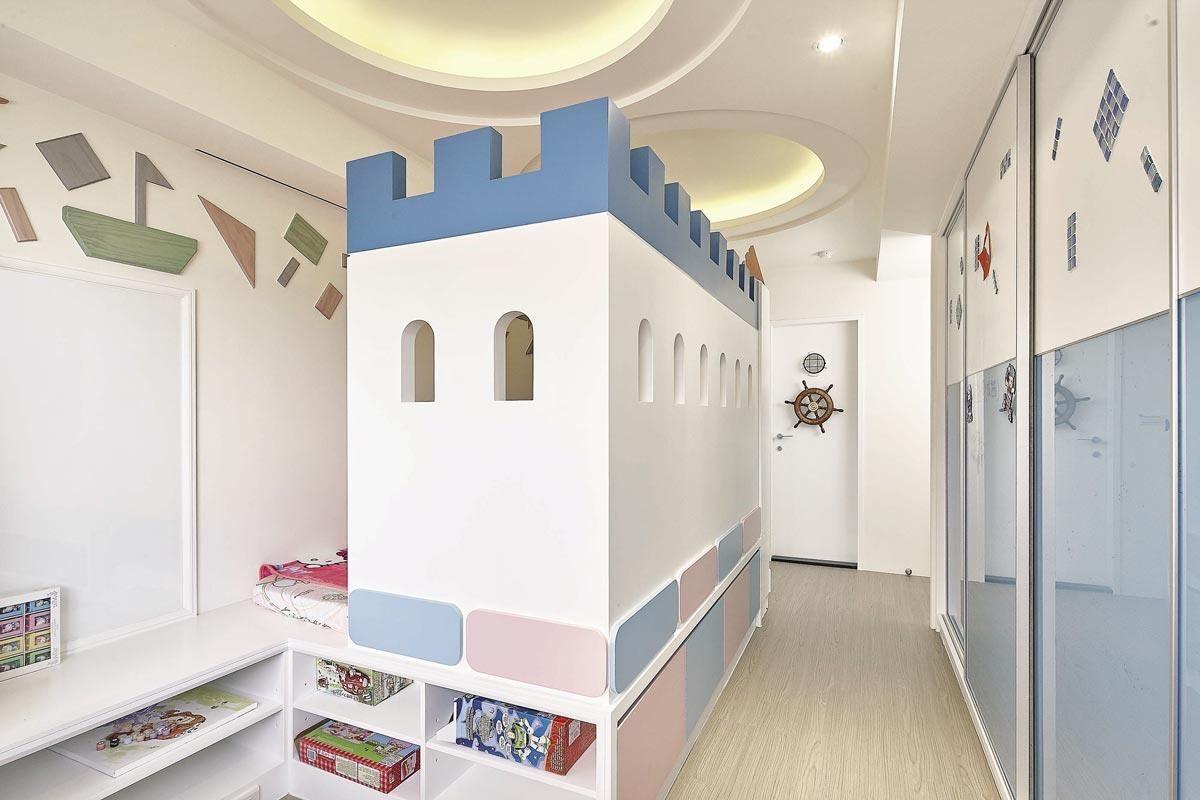 以粉紅、天藍色為空間主要色調,打造獨一無二的專屬城堡;同時選用得利竹炭健康居抗甲醛乳膠漆,除了更健康,也更好維護保養。