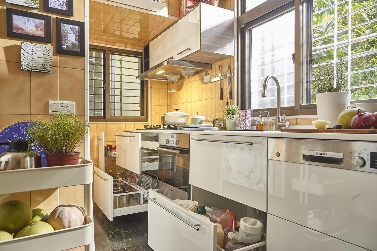 利用系統櫃、層架與收納五金搭配巧妙的家具配置,老廚房也能展露新生機!