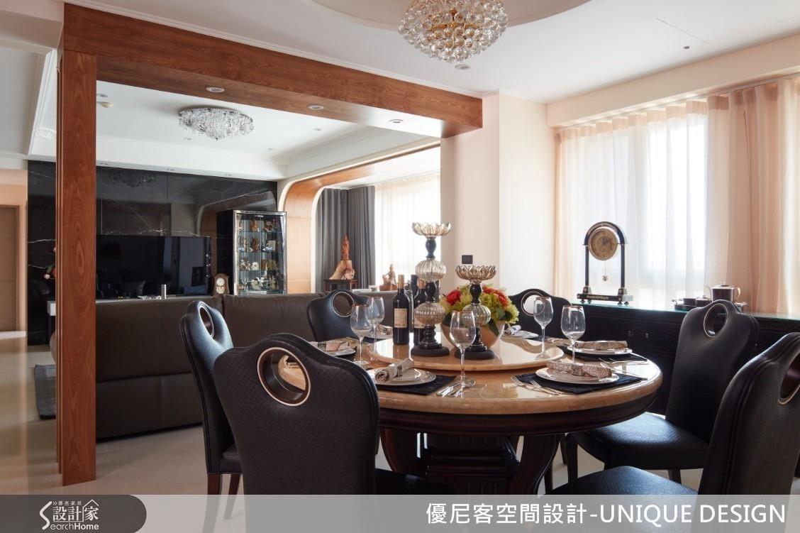 休閒風中以水晶吊燈與大理石材加入輕奢華調性,更添空間豐美飽滿。