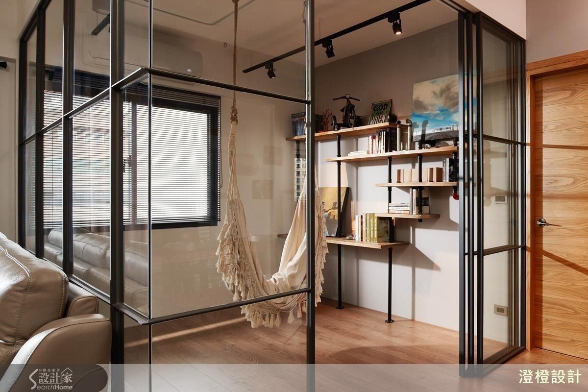 擁有通透玻璃隔間的多功能房,可成為遊戲室、書房與客房等三種用途!