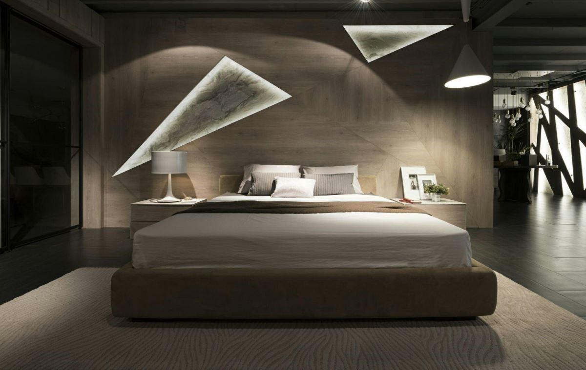 細緻典雅的木質牆面,以紋理多變的幾何大理石紋與間接光源,畫龍點睛,替臥室空間創造獨特亮點。
