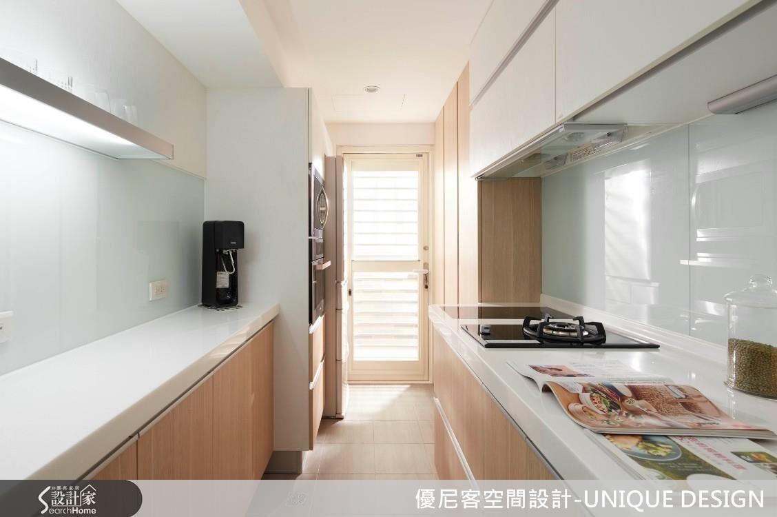 使用雙排型廚房時,應錯開瓦斯爐與冰箱的位置,以免對沖導致「冰火煞」的風水疑慮。