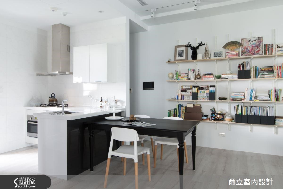 相當適合與餐廳結合的 L 型廚房,也較一字型廚房更能劃分水槽、火爐區域的優勢。