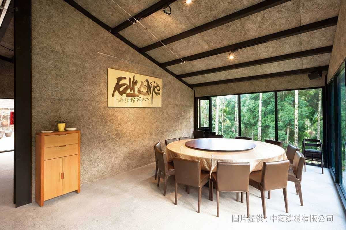 中菱鑽泥板以天然木絲為其主原料之一,質感自然樸實。