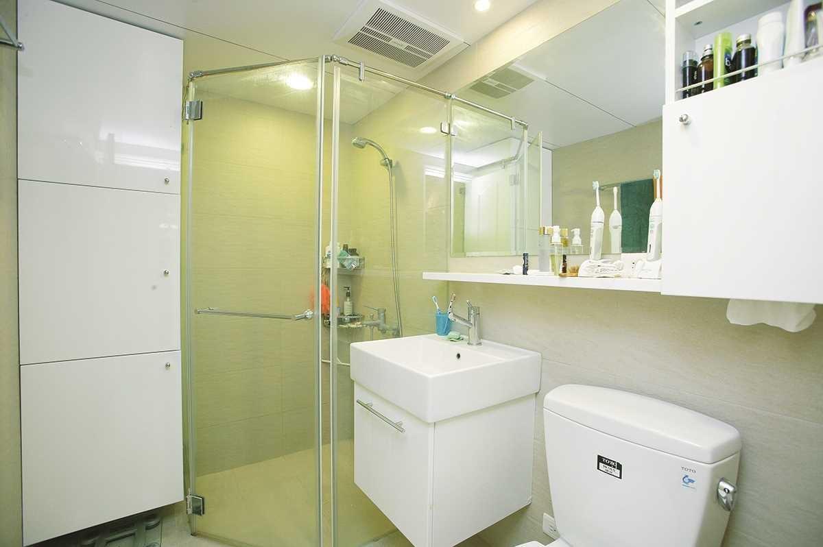 浴室大部分的汙垢如水垢、皂垢都屬皂鹼類,可以用醋軟化清洗後,再用小蘇打粉清洗。圖片提供_朵卡設計