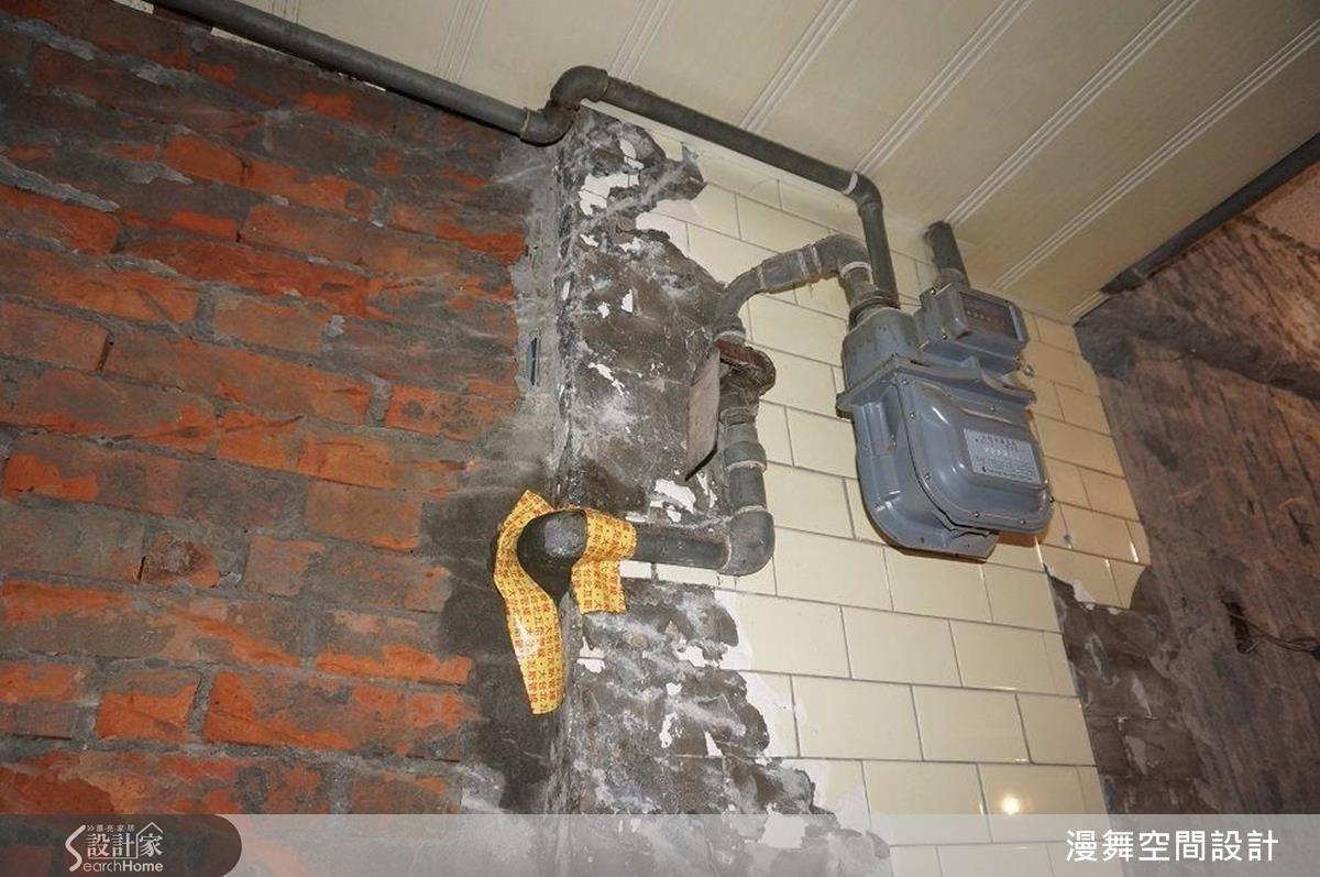 瓦斯管的安排相當重要,應以明管確保使用安全性。