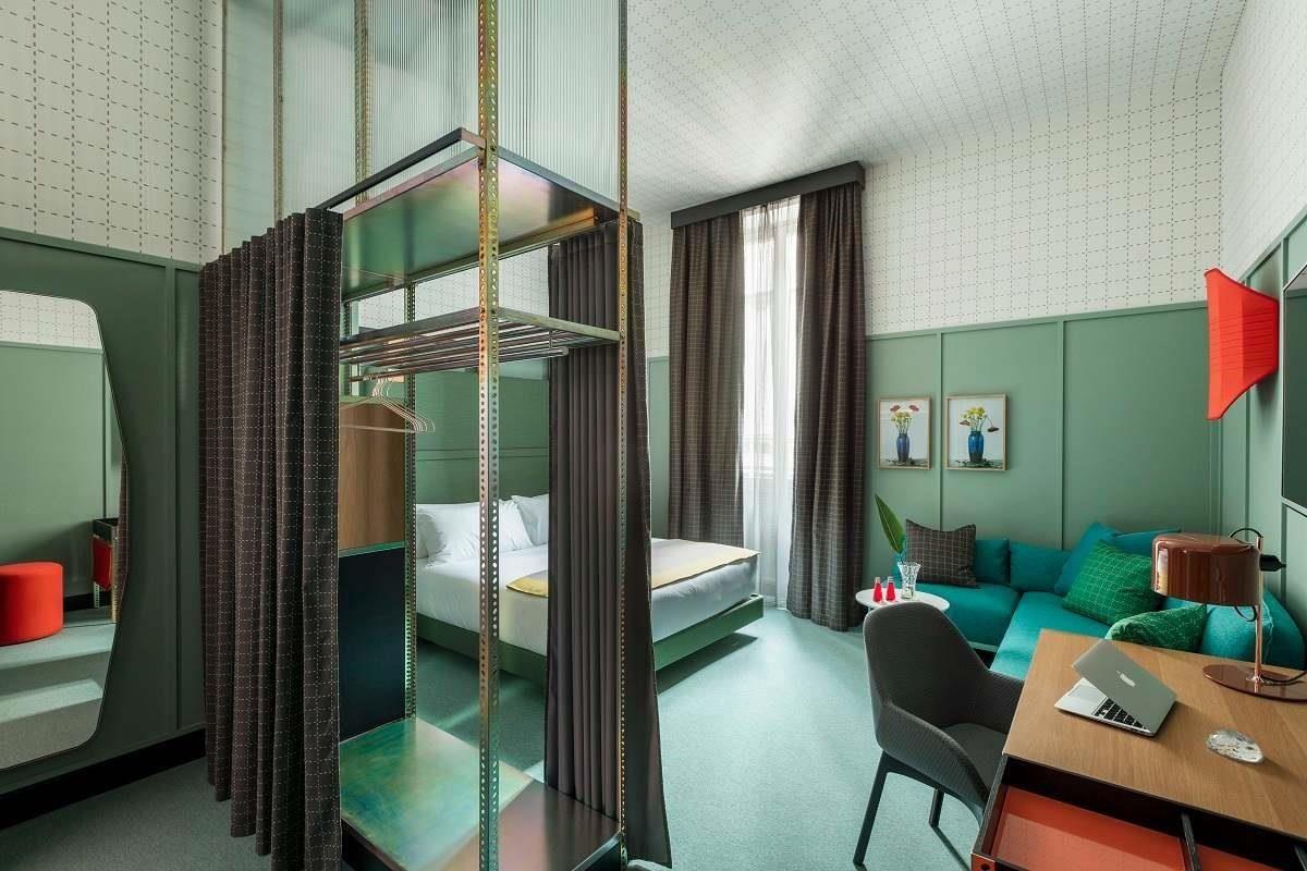 Room Mate Giulia臥室以工整格子設計結合柔和色彩
