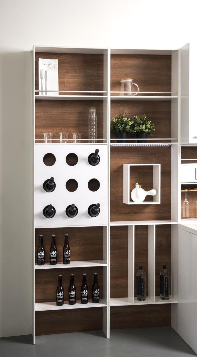 酒架、書架、展示架,因應個人需求的選配,讓廚具設計更個人化。