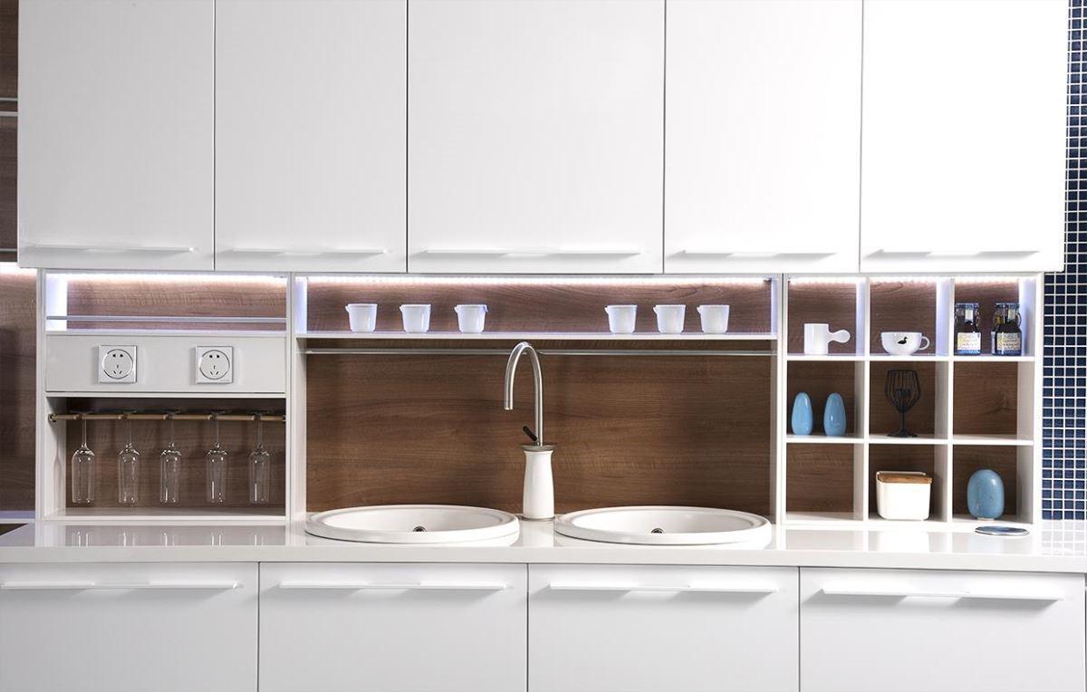 結合今年米蘭展最新廚具設計趨勢,開發讓收納、展示機能倍增的模組化配件,讓廚房設計美型與機能兼備。