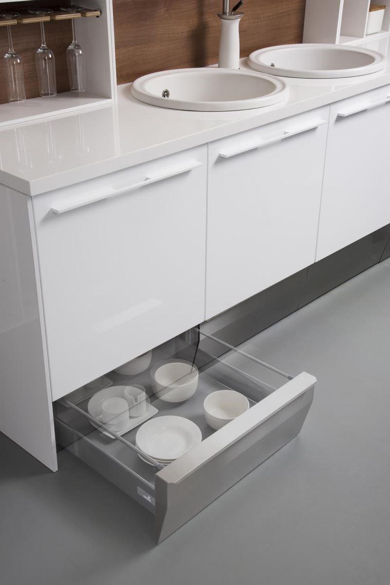 善用踢腳板位置,規劃抽屜式機能抽,讓廚房的收納容量倍增。