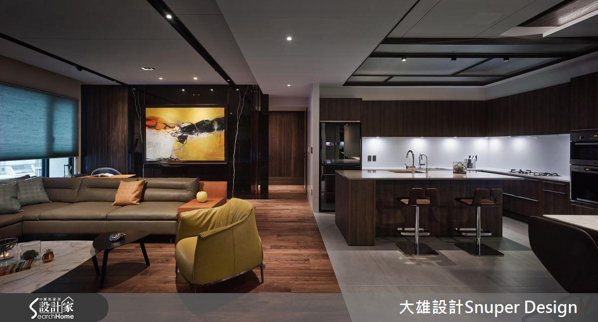 黃色及愛馬仕橘做為家具搭配的色系,墨綠色抱枕及軟裝則為銅雕作品的延伸。