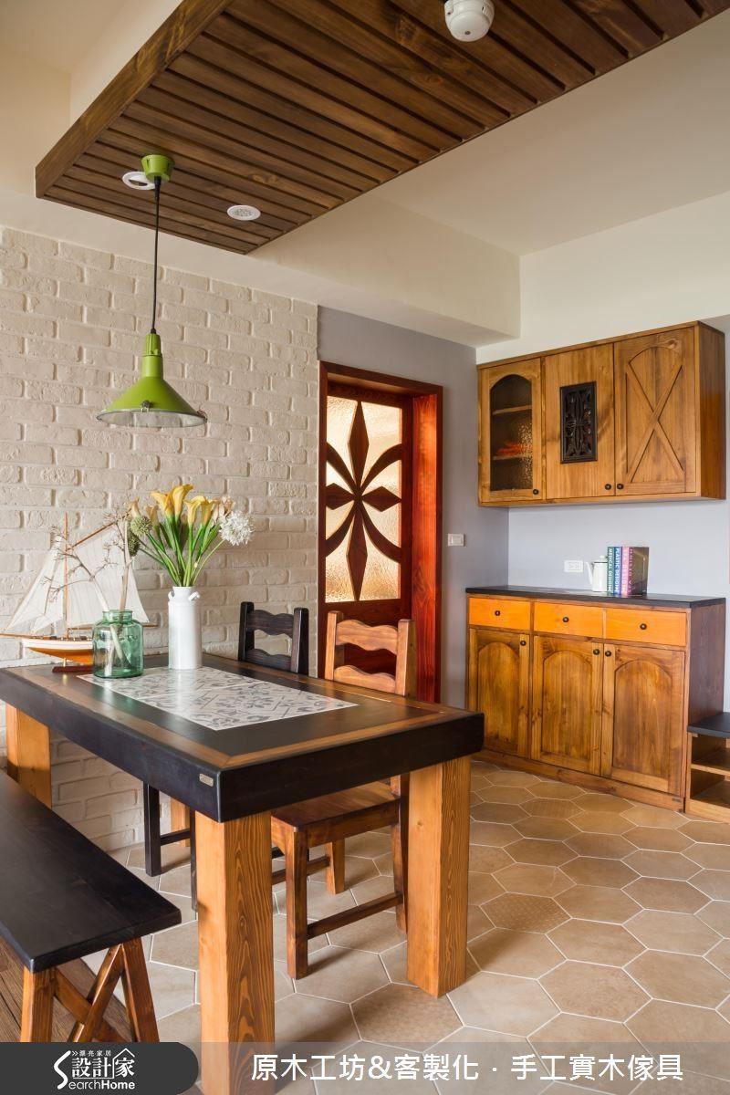 以文化石、磁磚、木作為主的總體設計,利用木頭深淺的原色與染色做交相搭配,層次感十足。