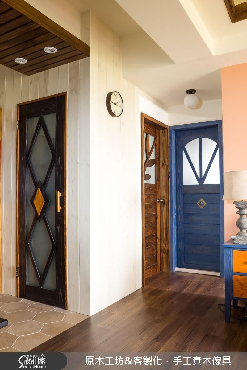 美化後的門片,保有設計感與獨特性,還跳出了空間的活潑與區隔。