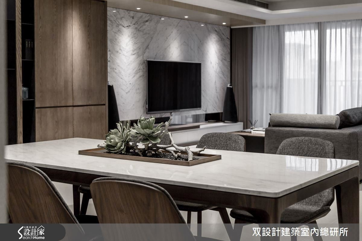 無阻礙的開放式設計,讓坐在餐桌的人跟坐在客廳沙發的人都能隨時關照彼此。