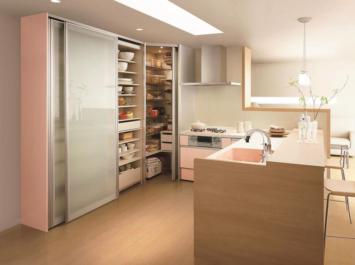 不論是上方垂直空間或是畸零角落,透過多層次的空間利用,收納量大幅提升,讓所有的餐廚用具都整齊好拿。