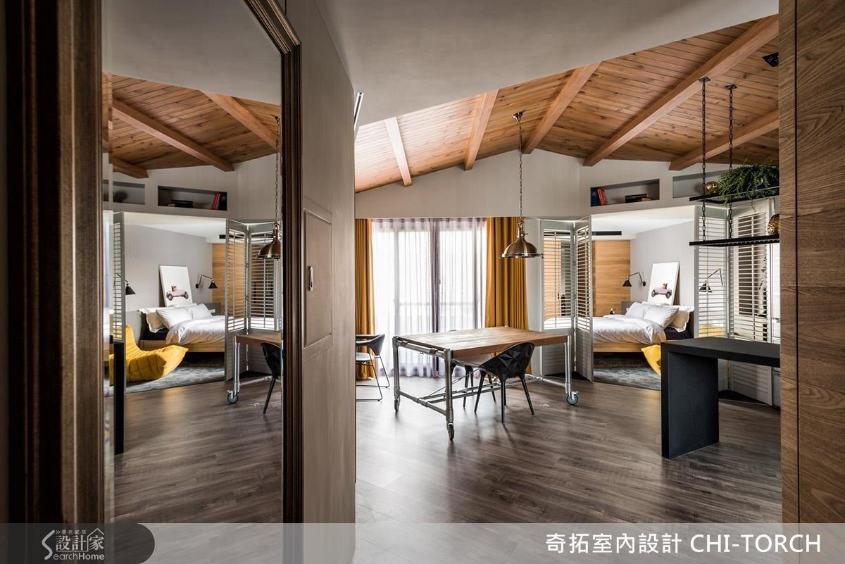 設計師在天花設計了鄉村風的斜屋頂,在頂端隔層加強隔熱,也在室內營造休閒氛圍。