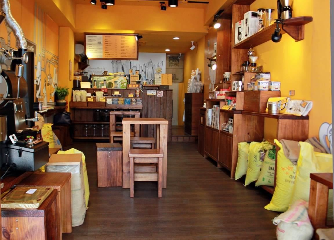 知名咖啡連鎖店使用 Nature Fit 系列的頂級PVC地板,施作方便又易保養,對租用商空極為適用。