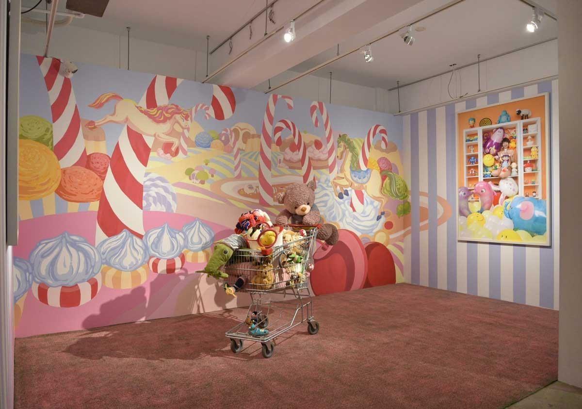 藝術家王建揚去年與藝術銀行合作於臺中綠光計畫的現地創作《心安甜點屋》,今年則有講座活動於展覽期間舉辦。