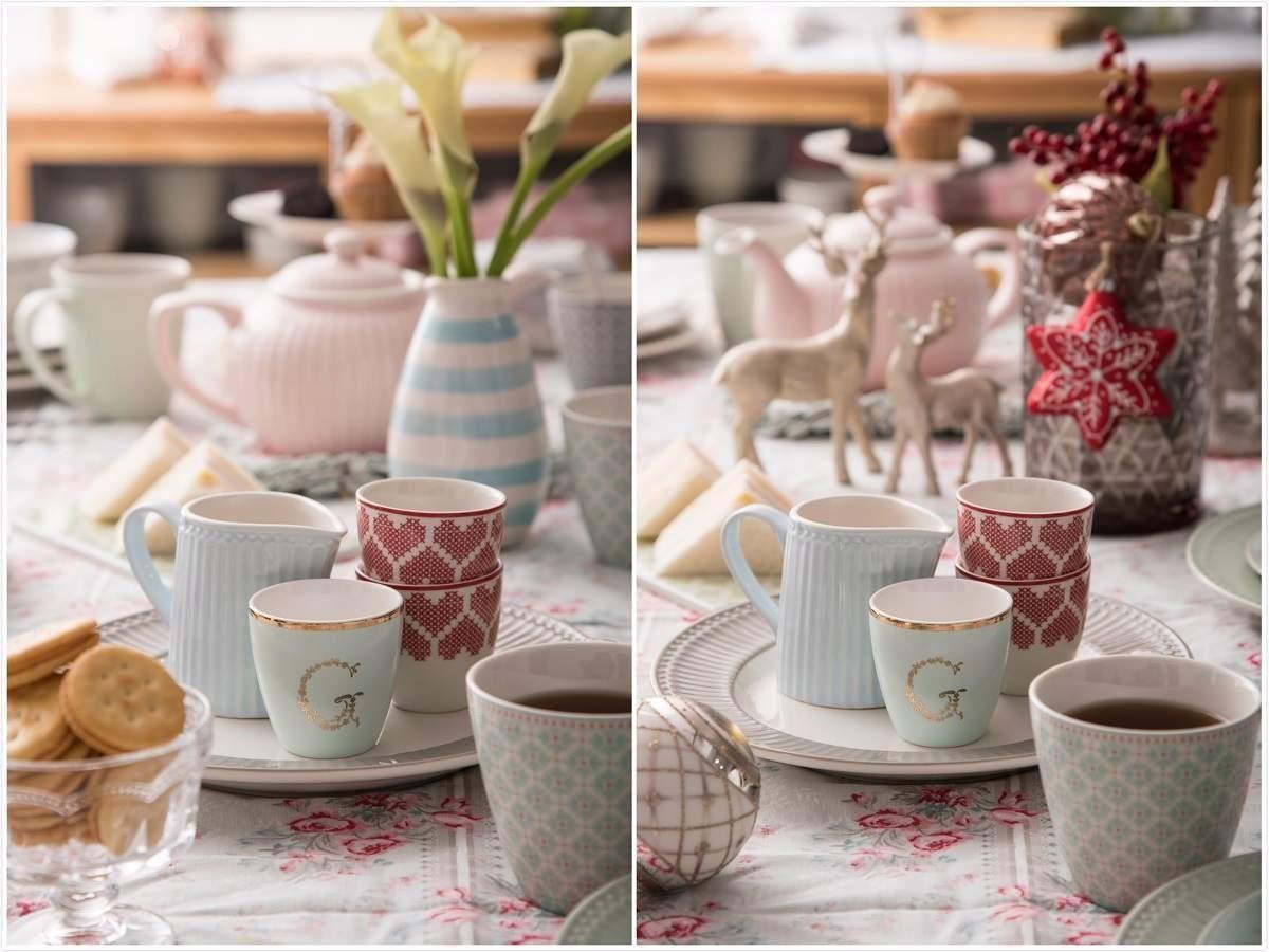 左圖:利用GreenGate顏色較重的拿鐵杯做為聚焦重點。右圖:注意佈置品的高低層次,擺放上聖誕裝飾。
