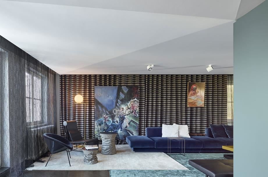 Ippolito Fleitz Group 所設計的 House Benz;為著名家具品牌總監的商住兩用居宅,充滿活力與設計感的居住體驗。