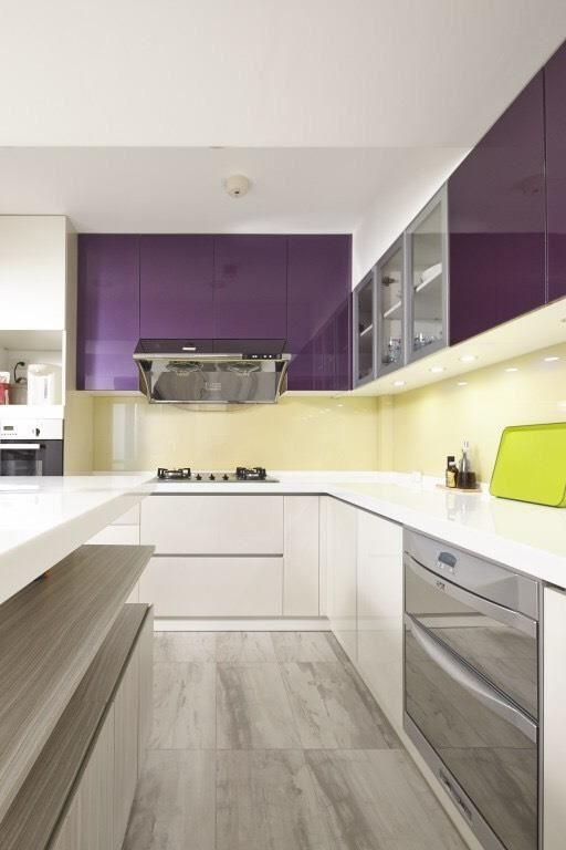 流理檯面依據亞洲使用者身高建議設定在 70 ~ 90 公分之間,並選擇容易清潔的人造石材質為佳。