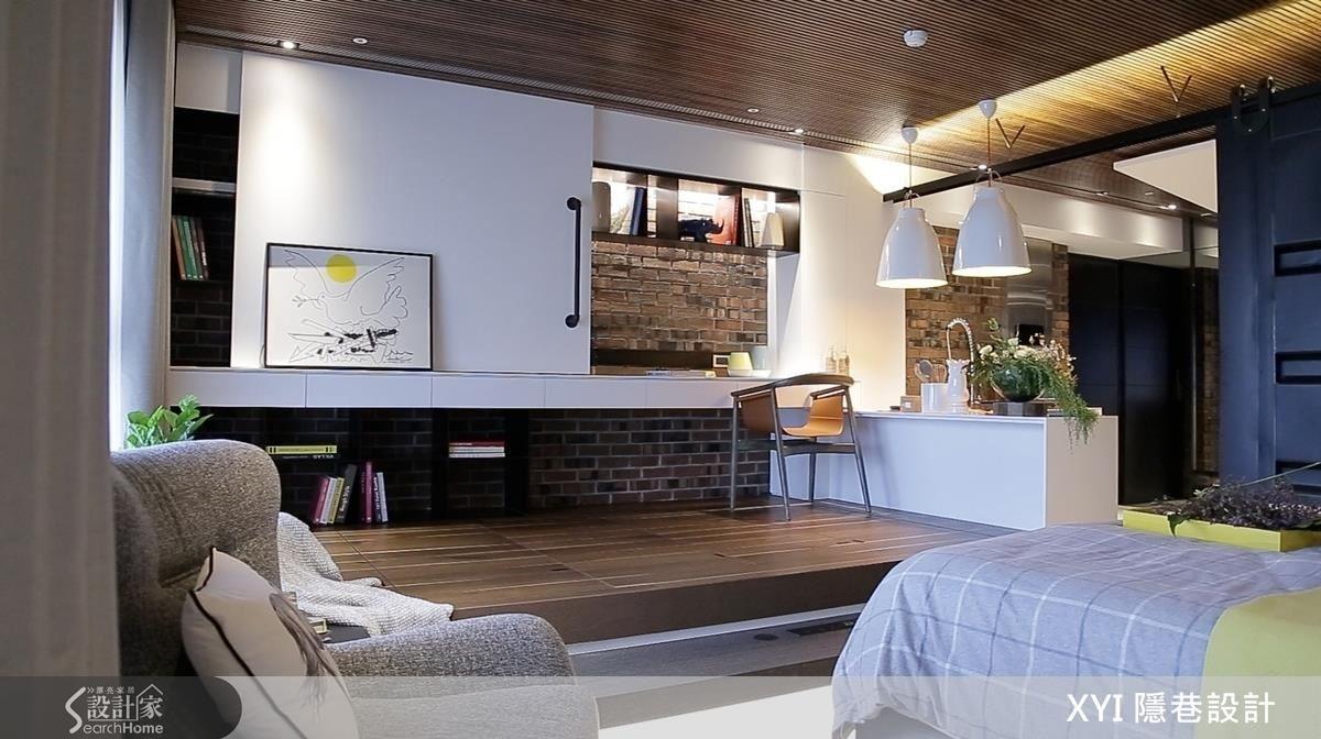 墊高的和室平台是書房、活動平台,下方也有充足的收納空間。