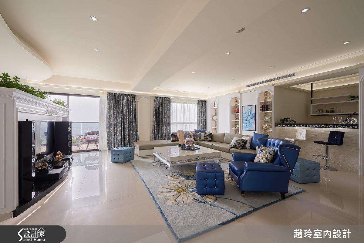 房屋靠河濱和採光佳,設計師留下大面採光,放鬆天花不多做設計,讓焦點匯聚於窗外遼闊美景。