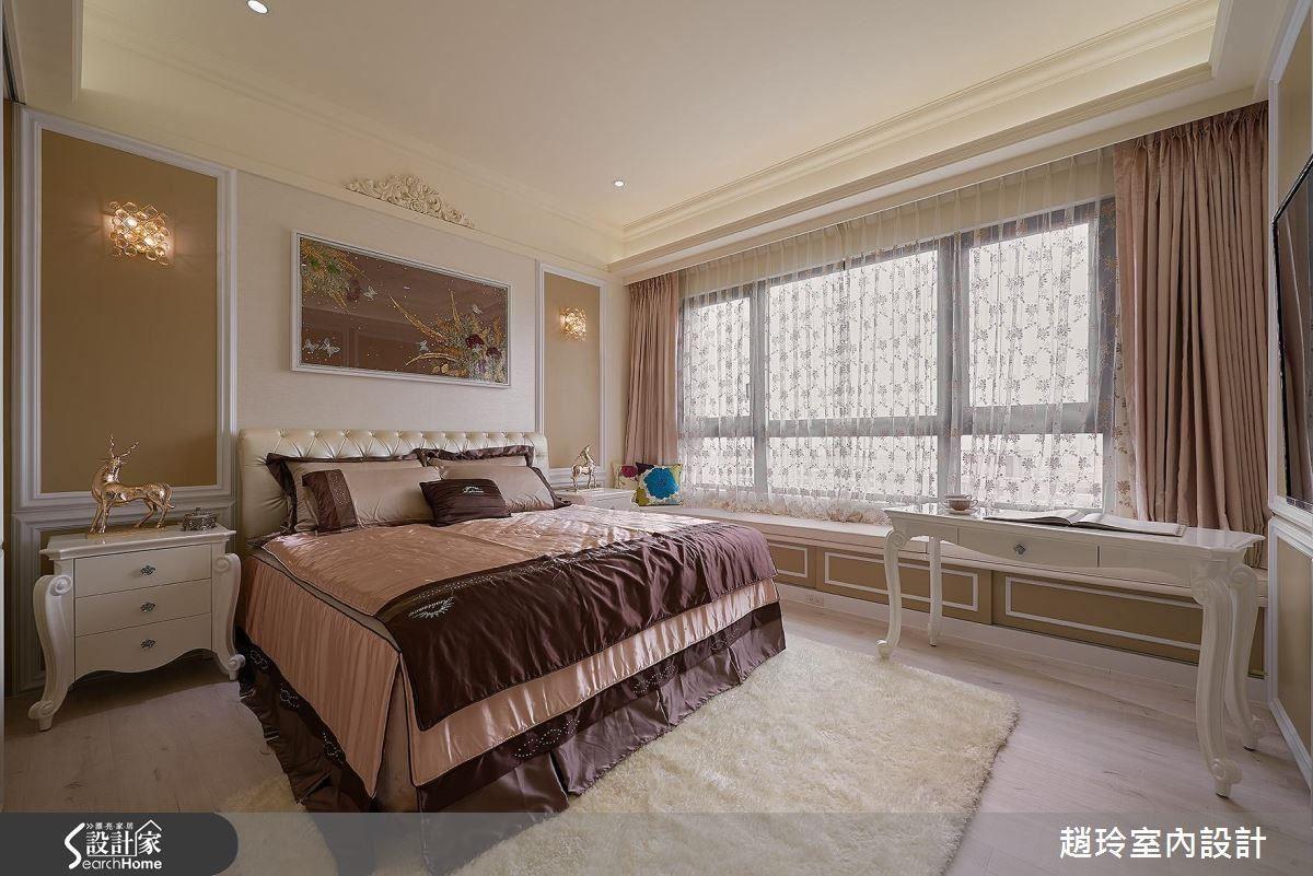 兒子夫妻房以卡其色、窗邊坐榻,營造飯店時尚風。