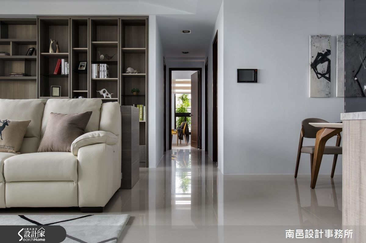 清新明亮的色系與材質配置,替偌大的空間再增添不少放大效果。