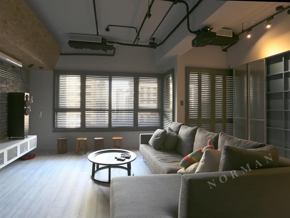 上圖為百葉窗的合頁型式,大型窗型可以用數個窗型來建構。