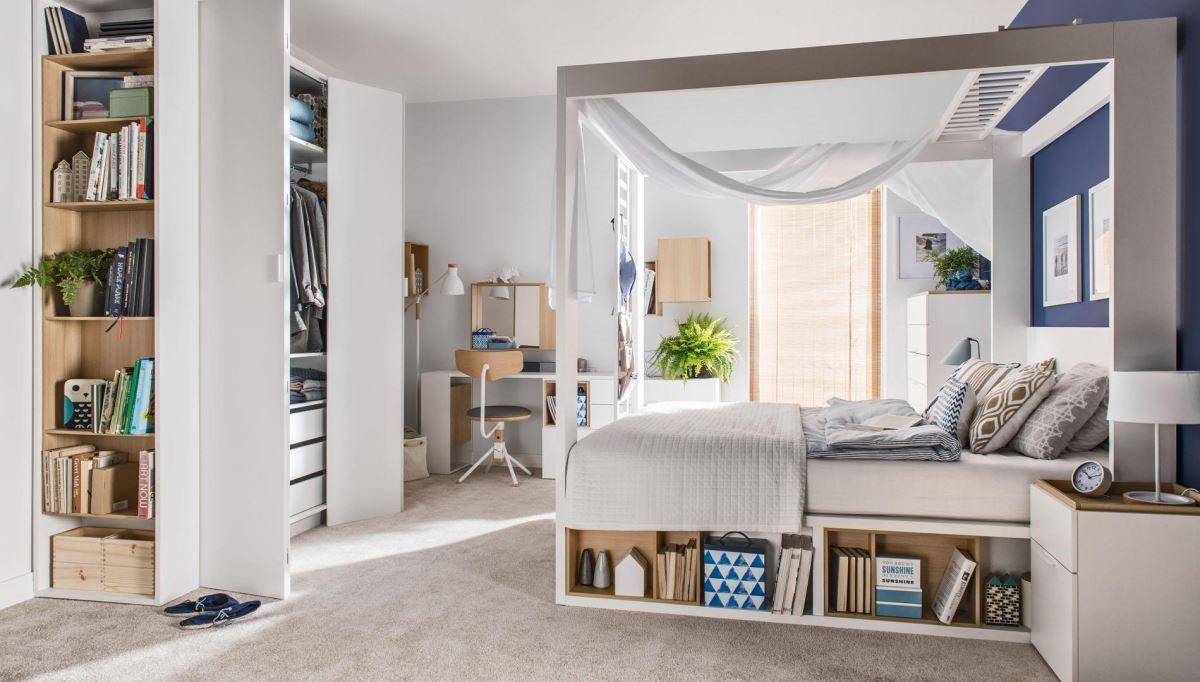 4 YOU 系列最引人注目的,莫過於這一款四柱床組,讓床搖身一變成為獨立套房,可結合影音娛樂投影、櫃體、架子,甚至是延展出書櫃或工作桌,足足 87 種變化創意,讓生活樂趣多得說不完。