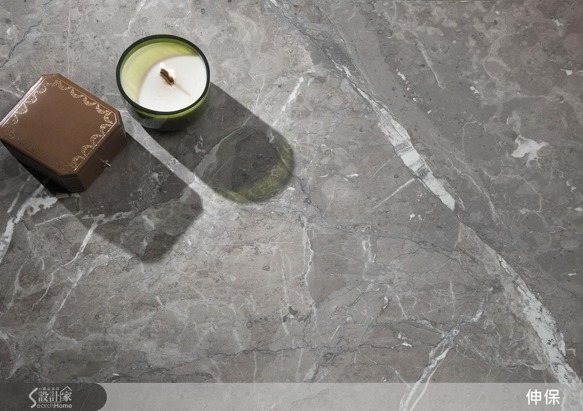615灰網石紋的肌理為空間帶來安穩寧靜的氛圍。