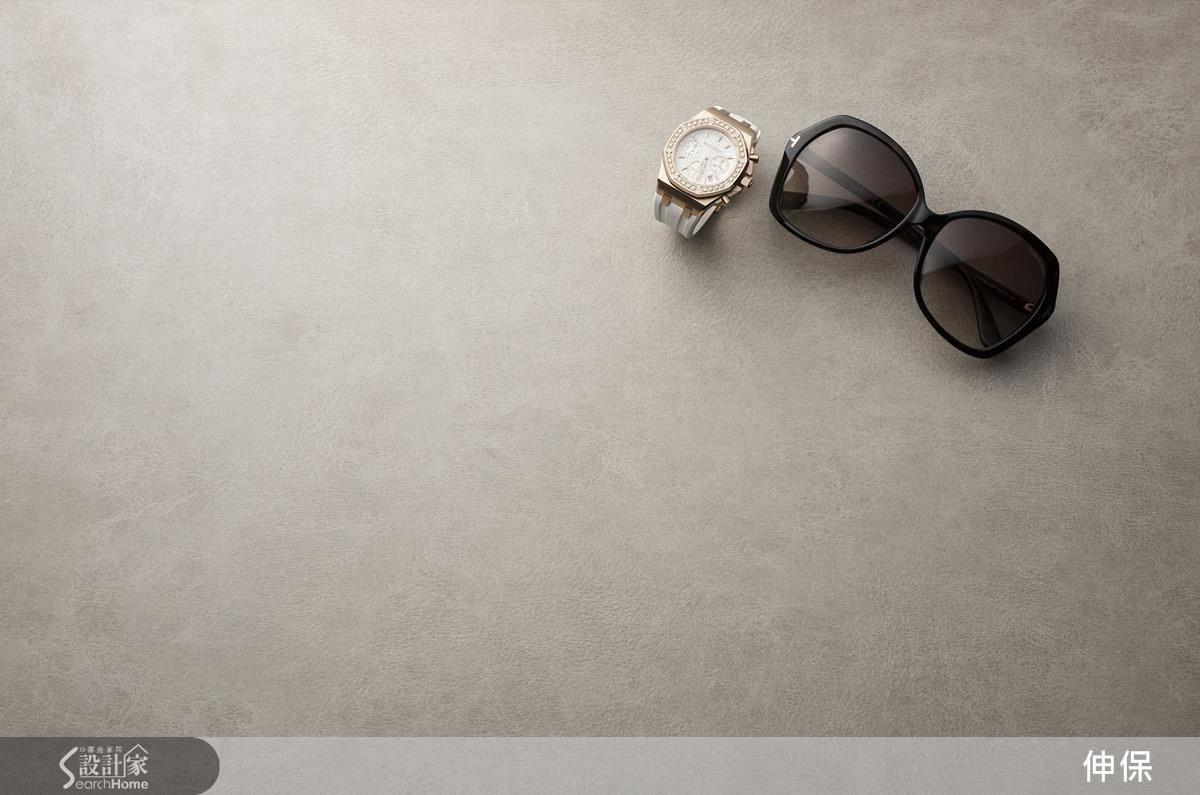 L106皮革褐紋,清淺褐色調鋪陳靜謐空間質感,愜意雅致,優雅低調。