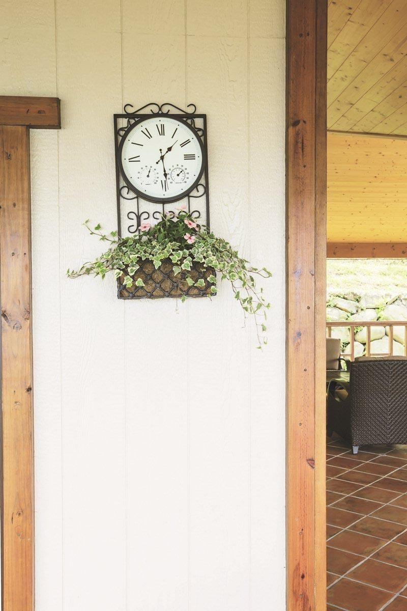 顧慮到保養方便,建築物外牆特別選用睿智板,既有一般木板的質感,卻只要5年粉刷即可常保如新。攝影_葉勇宏
