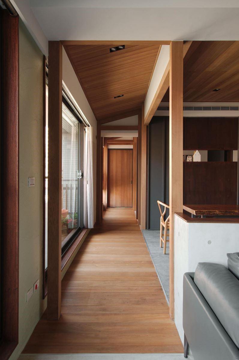 型塑簡約日式風格的廊道,營造旅人在空間中穿越的意境。