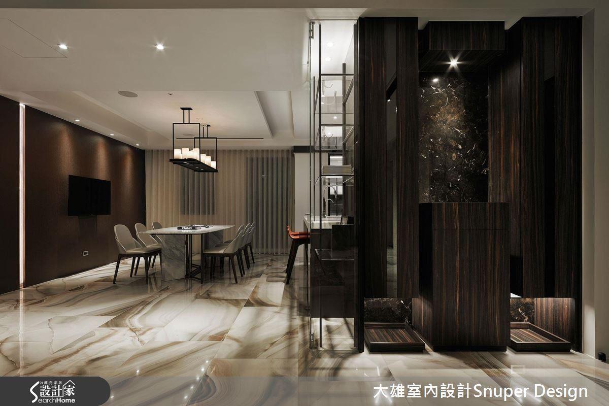 開放式的餐廳區,以燈帶與特殊漆壁面,增進公領域的色彩層次與穿透感。