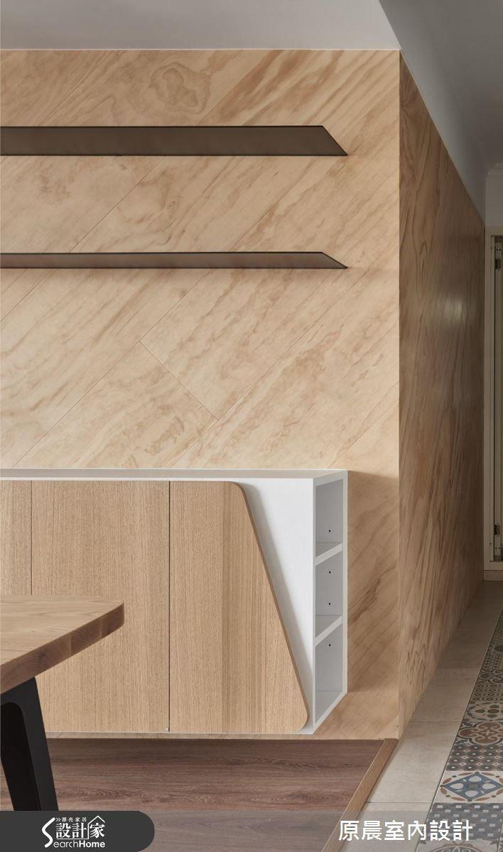 斜切設計讓視線向上延伸,感覺有擴大空間的作用,轉角收納功能更是一大設計亮點。