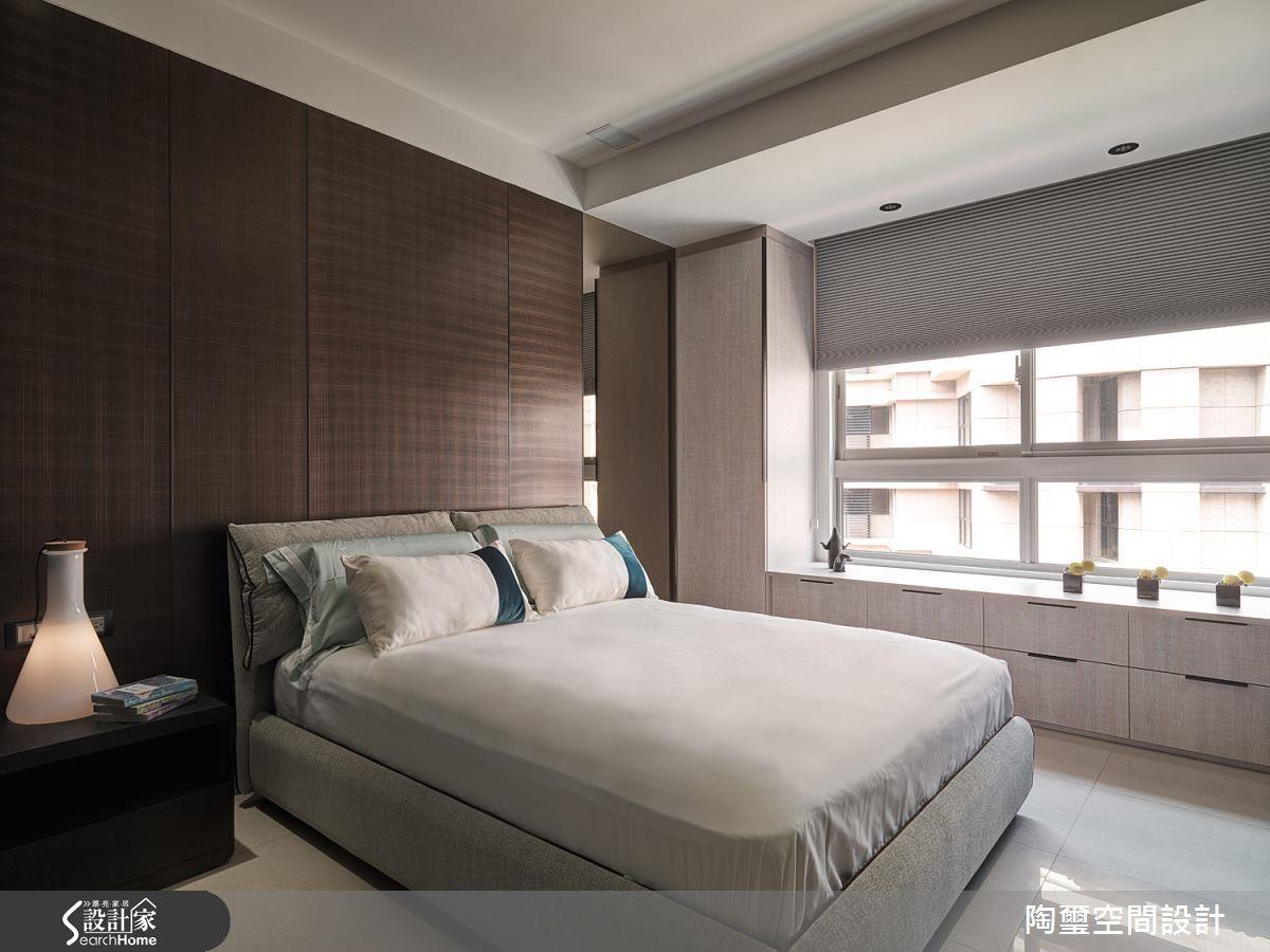 窗台高度可控制在 90~120 公分,頂端也能提供置物機能。