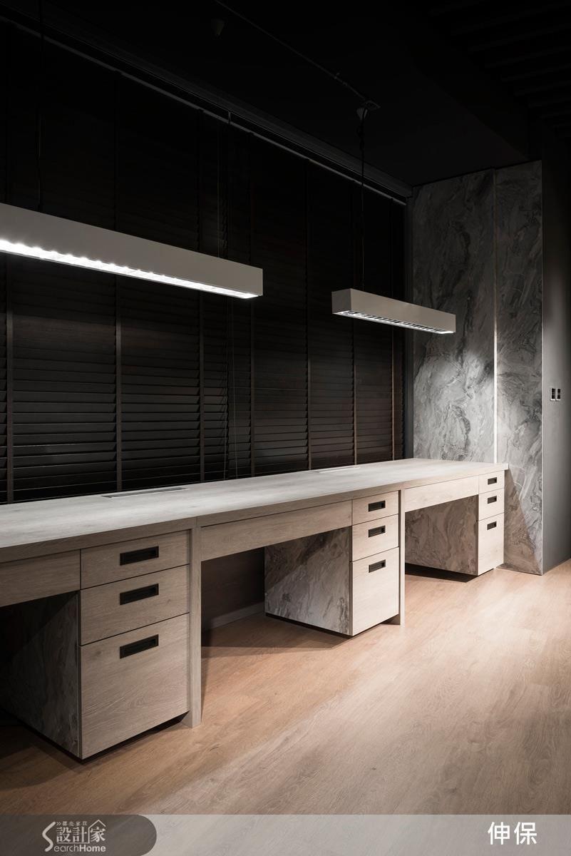 伸保在系統板材的運用不斷求新求變,對於每一個作品的「細節」、「細緻」更是投入大量心思,如圖書桌與壁面間同石紋材質的小細節相呼應,就是一處用心。