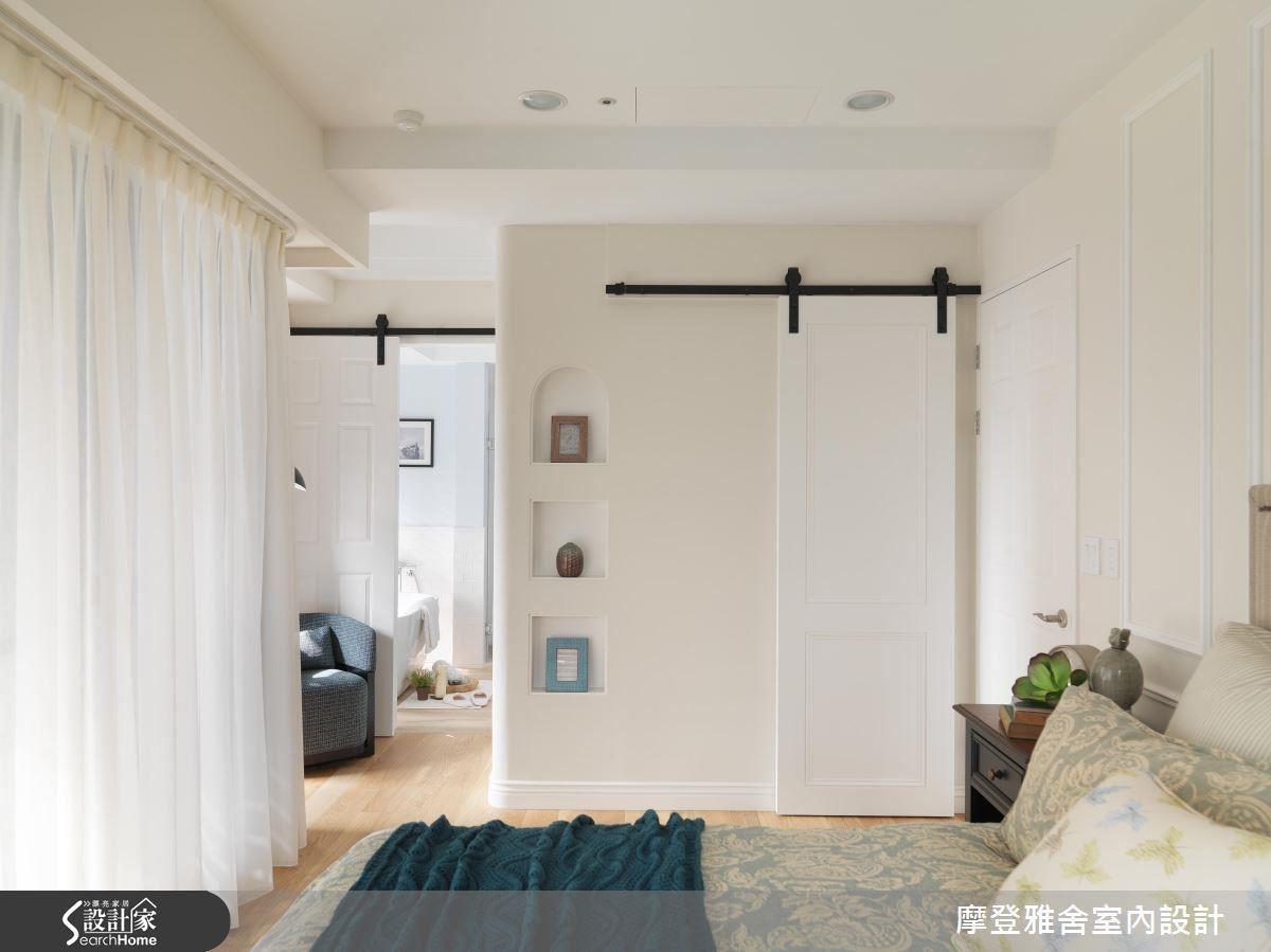 主臥室:圓弧收邊的轉角與嵌洞,豐富牆面表情層次。