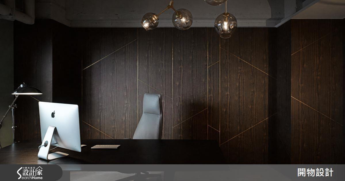 電影中神龍不見尾的大咖總是充滿神秘,在辦公室中的 BOSS 也有一個擁有獨立出入口的神祕空間。